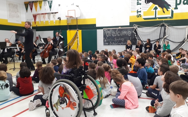 Windsor plays concert for children at school